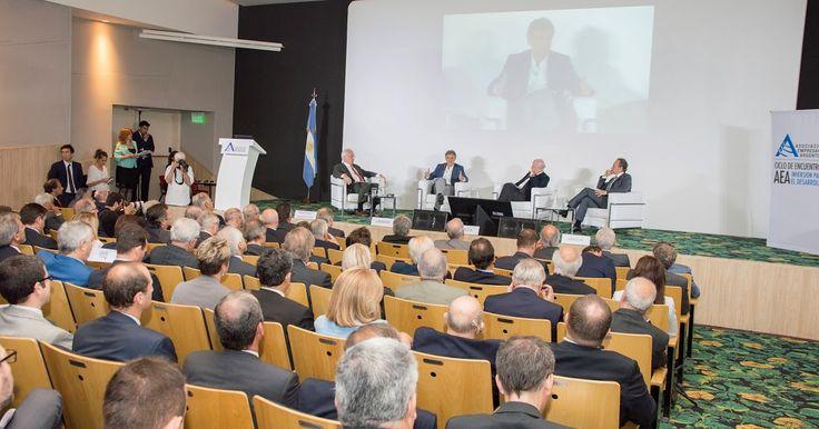 """http://ift.tt/2gGSzya http://ift.tt/2fMmfpe  El ministro de Producción Francisco Cabrera afirmó: Necesitamos cambiar la matriz energética de la Argentina y estamos comprometidos en hacerlo al disertar en el 1er Encuentro """"La energía como motor para el crecimiento que organizó la Asociación Empresaria Argentina (AEA). Tenemos una enorme potencialidad. Hoy las energías renovables representan solo el 2% de las energías que consumimos; queremos multiplicar por diez este porcentaje hacia 2025…"""