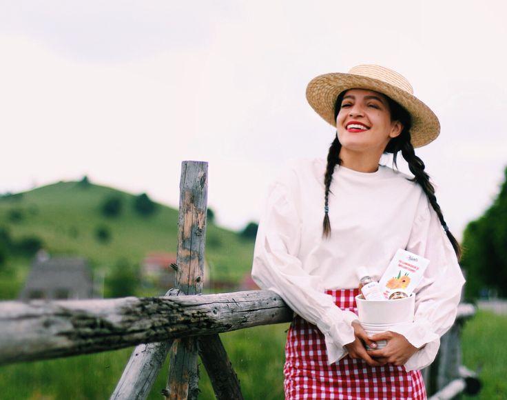 Straw hat & white ruffle blouse