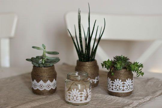 Hipp Baby-Gläschen müssen nicht in den Müll wandern. Mit wenig Aufwand basteln wir tolle Vasen und Blumentöpfe daraus.