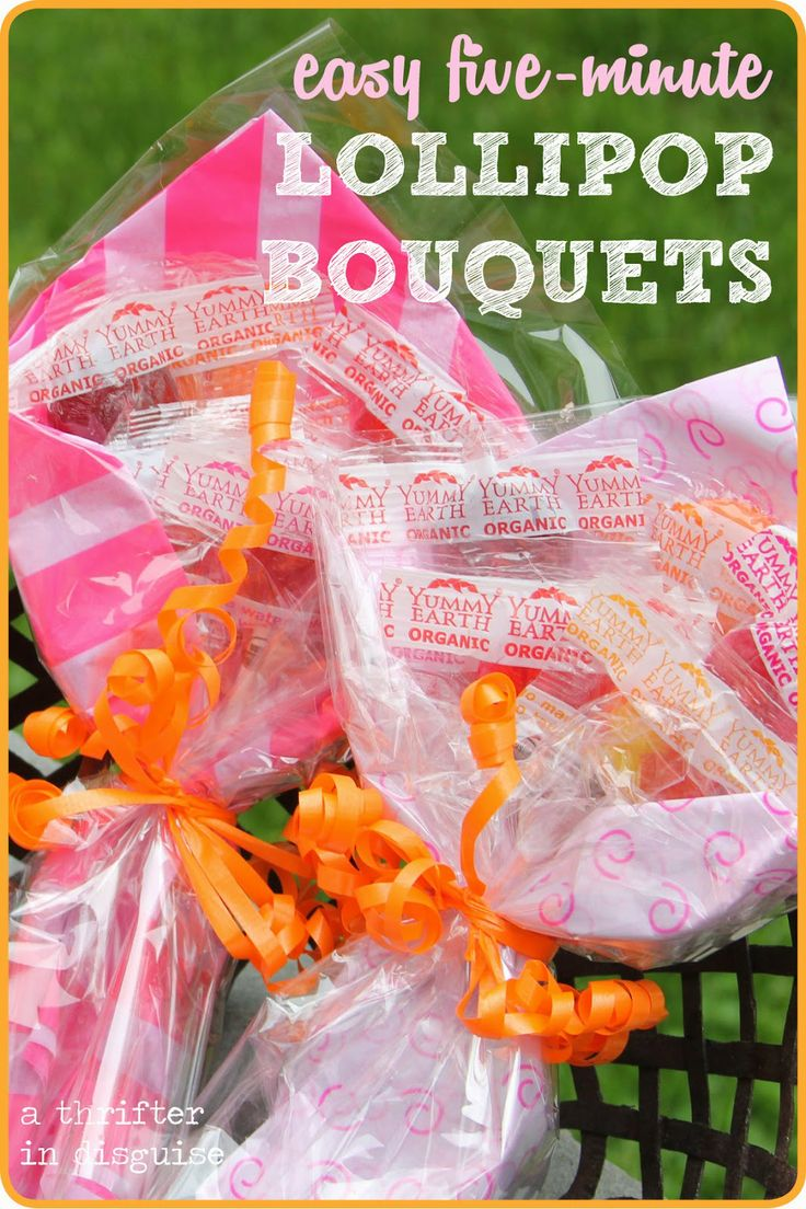 Lollipop bouquets for kids that cost about $1 to make! I may even have all of this stuff at home already...