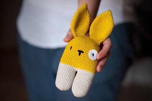 rattle bunny two-legged - free crochet pattern by Lanukas