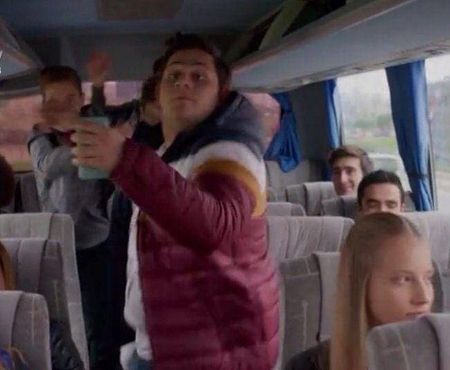 Otobüste Cenk'in dansı :)