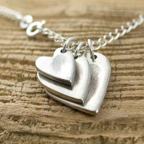 Fingerprint Jewellery Necklace! Such a good idea and a perfect keepsake.