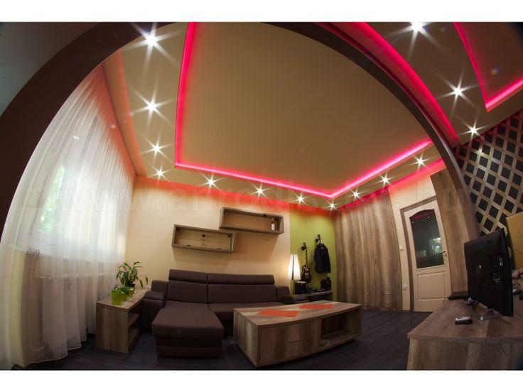 Ilyen gyönyörűségek is létrehozhatóak a LED szalagokkal és színváltós RGB LED vezérlőkkel!   De azért egy jó fotós sem árt, aki jó fotótechnikával és némi kozmetikázással ilyen dekoratívvá teszi a képet, mintha csak egy lakberendezési magazinból téptük volna ki! :)