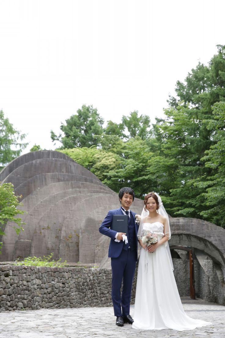 軽井沢石の教会 挙式写真|結婚式の新郎タキシード/新郎衣装はメンズブライダルへ