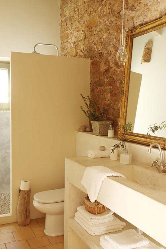 baño cabina, muro en piedra. en filita