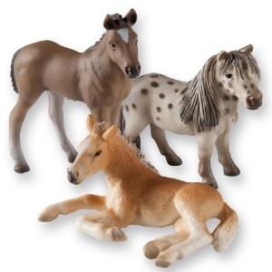 Neuheiten 2012 von Schleich:    Das Set besteht aus 3 Pferden (Haflinger Fohlen, Falabella, Hannoveraner Fohlen).    Hier kaufen:  www.mytoys.de/Schleich-SCHLEICH-Pferdeset-3-teilig/KID/de-mt.to.ne01/2509593