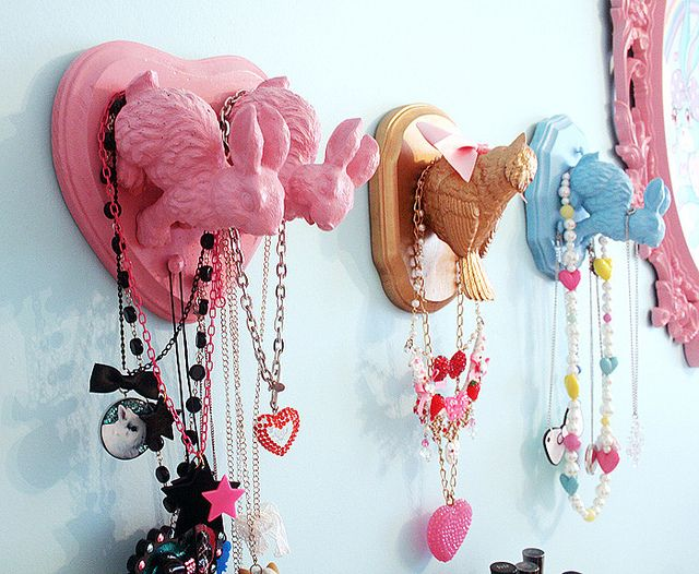 Spray paint plastic animals from the Dollar Store and glue to wooden boards. Cute DIY project for little girls room.