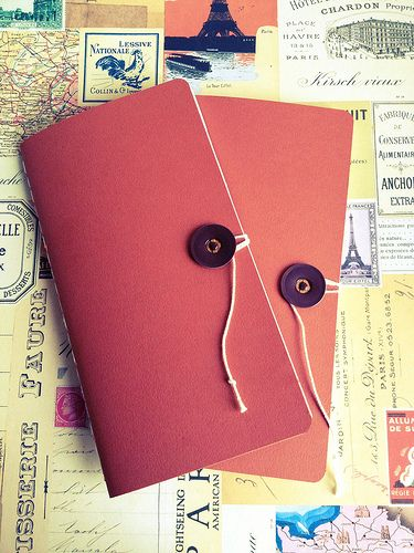DIY Travelers Notebook Inserts. A closure like this would work well on my thick sketchbook paper notebooks I think.