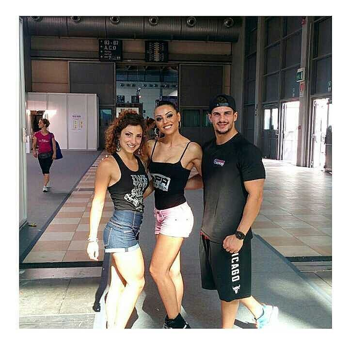 #flashbackfriday Bellissimi ricordi di un Rimini Wellness 2015 con la nostra super amica @fedegobbetti  Ci vediamo prestooo!! @sem_mm #fit #fitness #fitnessmodel #mensphysique #physique #bodybuilding #gym #instafitness #abs #sixpack #muscle #wbff #ifbb #npc #personaltrainer #italia #palestra #dieta #rimini #riminiwellness #bikinimodel #bikini  #girl #love #friend #model #motivation by nicolafit92