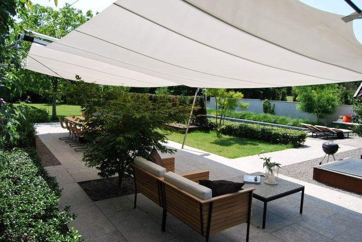 SunSquare® levert zon- en regenwering op maat met hoogwaardige materialen en is uitgerust met een gemotoriseerde aandrijving en een windmeter. www.sunsquare.nl