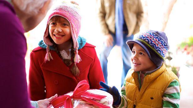 12 actos aleatorios de bondad de Navidad #HallmarkIdeas #Hallmark