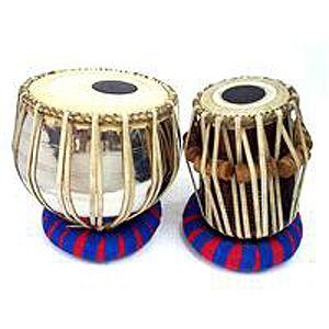 El tabla (también llamado tablá) es un instrumento de percusión membranófono compuesto de dos unidades. En la música clásica indostaní no solo se usa como acompañamiento rítmico, sino también como instrumento solista.
