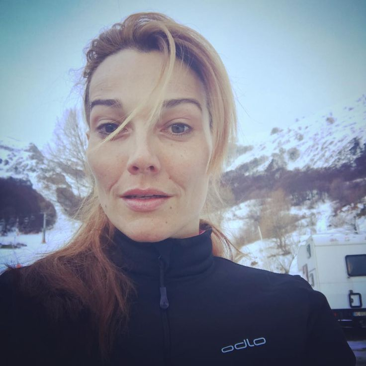 "19 Me gusta, 3 comentarios - Pilar Abella (@pilarabellaofficial) en Instagram: ""The face of happiness after an amazing ski day. Very wet and cold but amazing snow. Great way to…"""