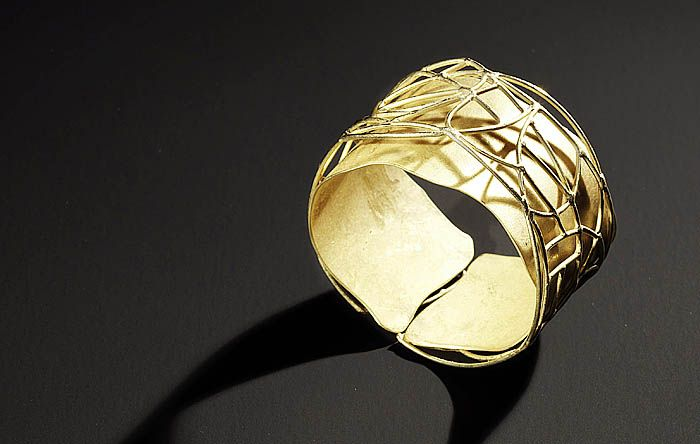 What a cool wedding band by Anna M Nadal