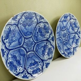 PAIR OF 18TH C DELFT CHARGERS - Decorative Collective