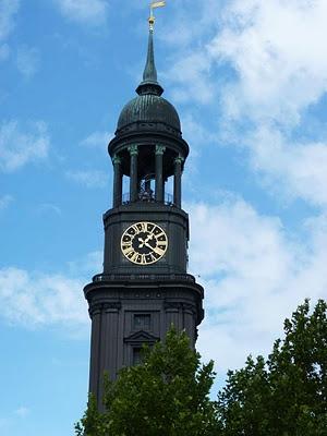 Hamburg entdecken: Hamburger Michel  Die Sankt Michaelis Kirche in Hamburg ist eines der beliebtesten Sehenswürdigkeiten der Hansestadt.