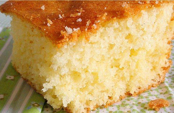Ingredientes 04 ovos 02 xícaras (chá) de açúcar 01 copo (americano) de maisena 01 copo (americano) de nata fresca 02 xícaras (chá) de farinha de trigo 01 c