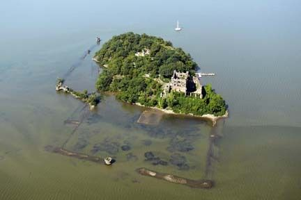 Pollepel Island on Hudson River with ruins of Bannerman ...
