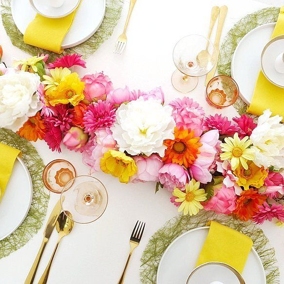 Shared how to make this floral table runner on the blog today! 😍 . Check out the DIY at Blog.BirdsParty.com 🏵🌹🌸 . Perfect for Easter table or Mother's Day! 👌 . . . #twitter