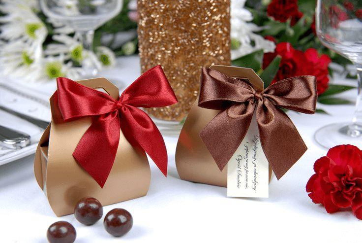 Świąteczny kuferek, ozdoba na stół jest jednocześnie podziękowaniem dla Gości. Idealnie dopełni świąteczną atmosferę w Waszych domach i pozwoli...