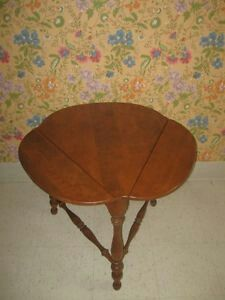 THIS IS AN ETHAN ALLEN DROP LEAF MAPLE END TABLE LOVE IT