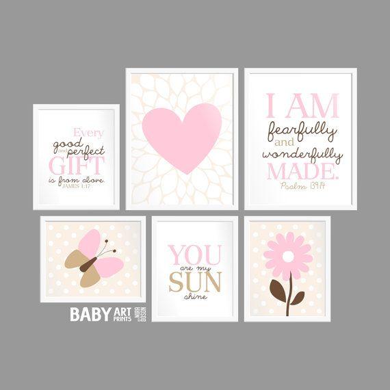 Baby meisje roze bruin kwekerij kunst wordt door babyartprints