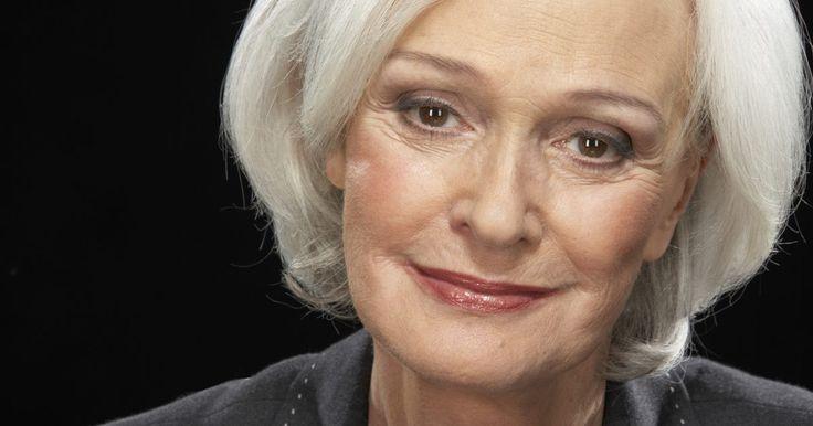 Dicas de maquiagem para quem tem cabelos grisalhos