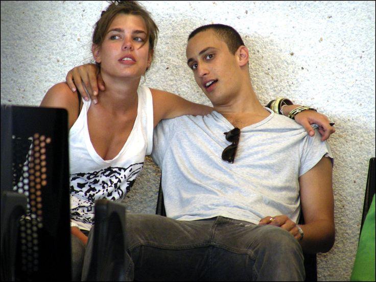 Junto a su antiguo novio, Alex Dellal, en el aeropuerto de Mallorca en 2007