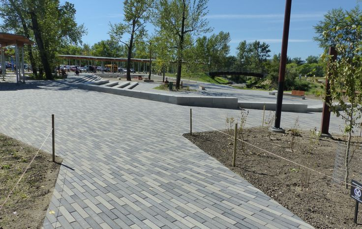 Broadway is a paver with a linear, contemporary design and can be used to create flow to any outdoor living space. It works well when laid in an offset pattern and stands out even without the addition of other paver sizes. It's perfect for both commercial and residential applications. #BURNCO