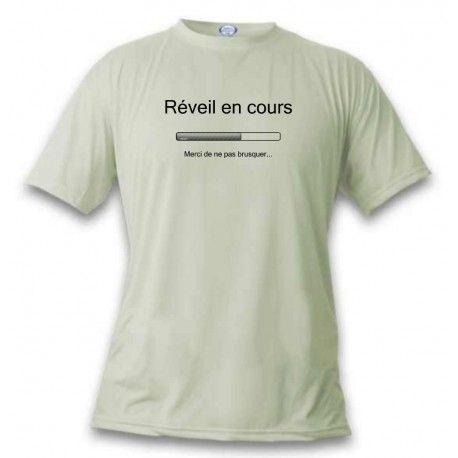 T-Shirt mode humoristique - Réveil en cours https://www.apprentiphotographe.ch/shop/fr/t-shirts-funny-humoristiques-femme-homme/1099-t-shirt-mode-humoristique-reveil-en-cours.html