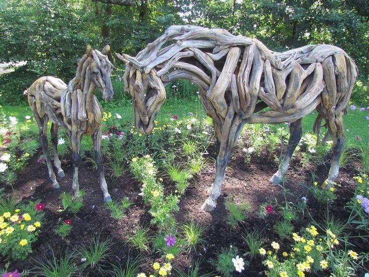 green sculptures in Monreal