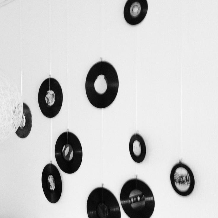 Muurdecoratie. Oude platen en foto's