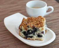 Easy Fresh Blueberry Crumb Cake // Made this for 4th of July brunch -- delicious!
