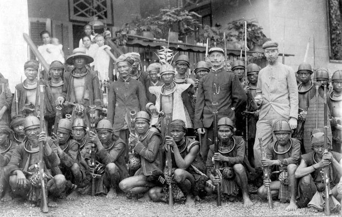 Nias people and the Dutch