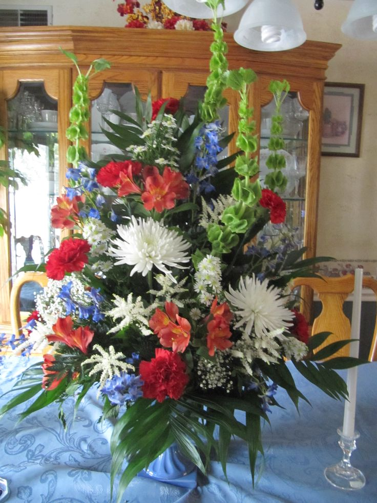 14 best images about novelty holiday floral arrangements for Red white blue flower arrangements