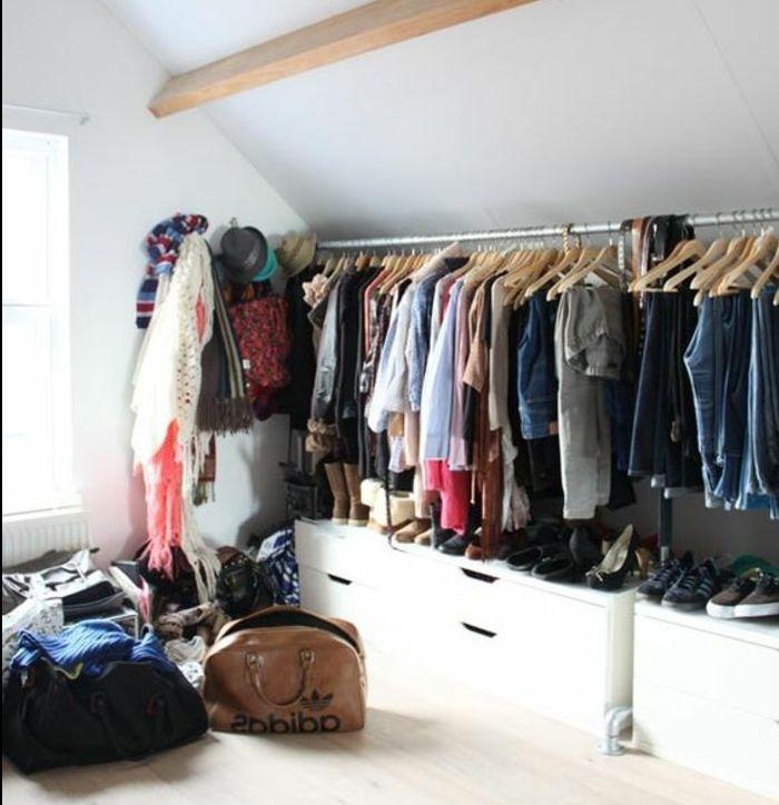 les 25 meilleures id es concernant dressing sous pente sur pinterest rangement sous pente. Black Bedroom Furniture Sets. Home Design Ideas
