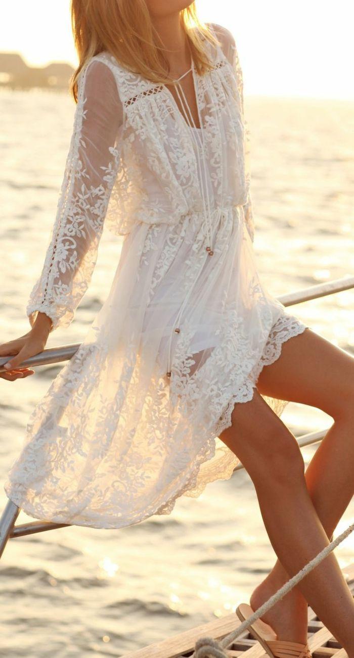 Sur un yacht c'est bien de porter quelque chose confortable et jolie comme cette robe en dentelle