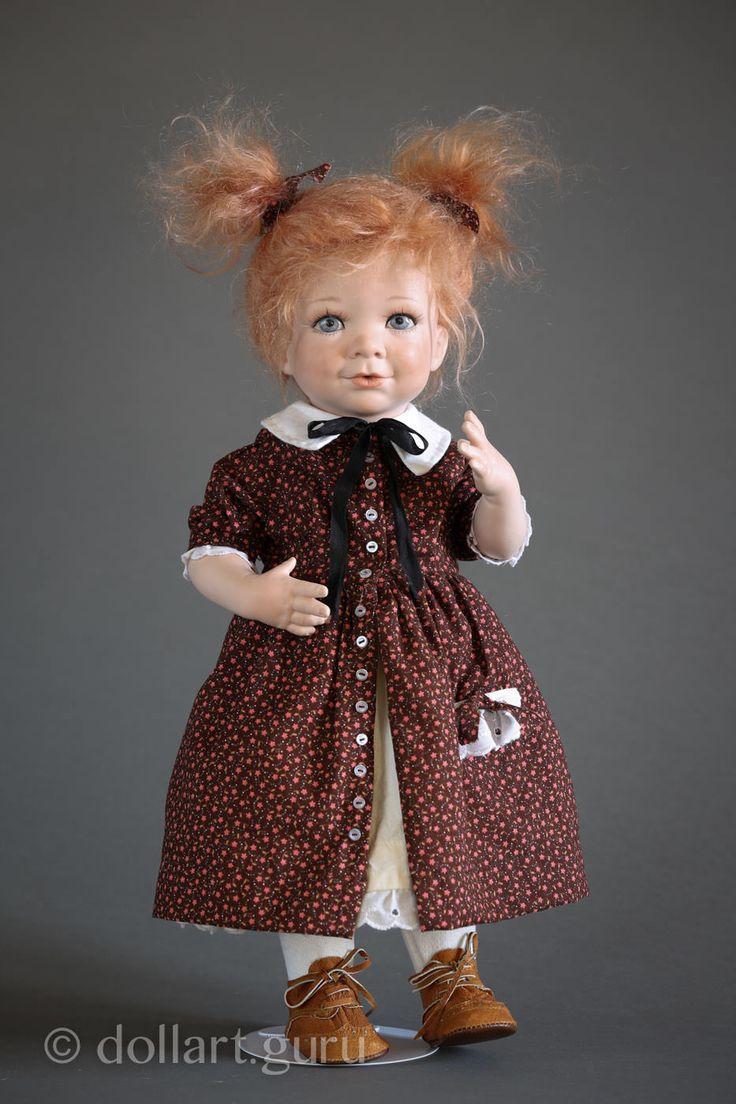 Очаровательная Ciara создана талантливой американской художницей Линдой Стил в ее студии «Linda Steele Originals Dolls & Designs».  Кукла выполнена из высочайшего качества фарфора, нежного и гладкого на ощупь, имеет текстильное туловище, подвижные голова, ручки и ножки.  Реалистичные рисованные глазки, покрытые глазурью. Эксклюзивная техника прорисовки глаз от Линды Стил хорошо известна в мире кукольного искусства под фирменным знаком Paperweight-Glazed© eyes. Ciara, как и другие куклы Линды…