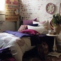 camera da letto parete mattoni 24