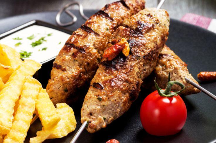 Начинается пора пикников! Сегодня мы предлагаем 13 нетипичных рецептов приготовления потрясающих блюд на гриле. С ними любая трапеза на природе будет удачной и без шашлыка! Здесь вы найдете идеи, как приготовить рыбу, мясо, курицу, колбаски на гриле для всей семьи, а так же большой компании.
