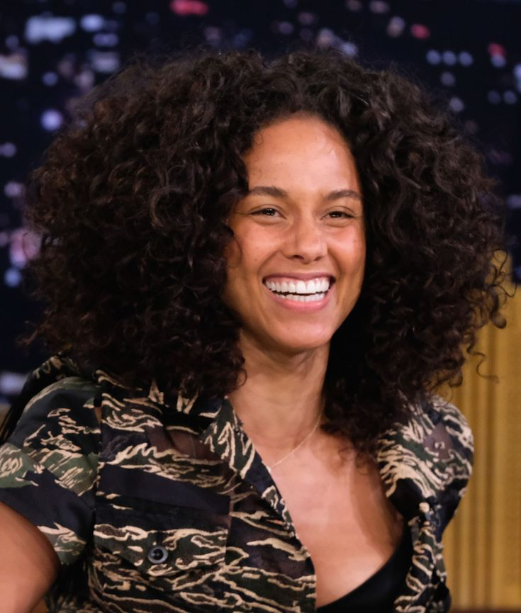 """Alicia Keys: """"I Know How It Feels to Have a Face Full of Bumps and Pimples"""""""