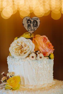 Best 25 Barn Wedding Cakes Ideas On Pinterest