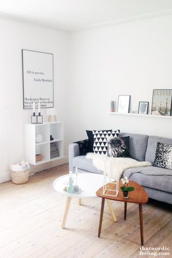 ゆったりとしたソファーでリラックス。 雰囲気の違う木を使った家具がアクセント。 頑張り過ぎない、お洒落さ。