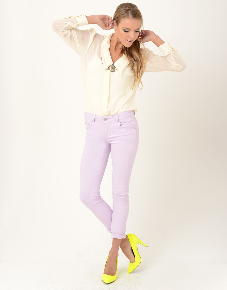 Love this top and if the jeans were in a different color perfect outfit <3 it