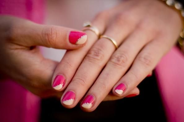 Nails Art: How to - Pink nails art with gold embellishments