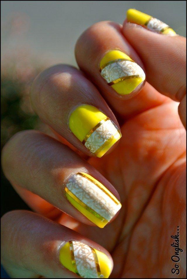 Bannière dorée sur ongles fluorés\u2026