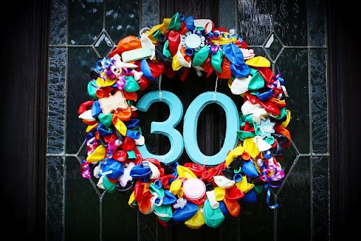 How to Make a Balloon Birthday Wreath