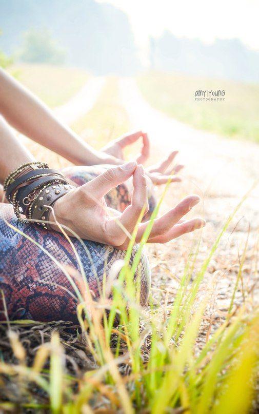 Йога – это свет, однажды зажжённый, он никогда не погаснет. Чем лучше вы практикуете, чем ярче свет.      Б.К.С Айенгар      🌐 instagram.com/yogazeta   #Айенгар #igyoga #йога_цитата #yogazeta