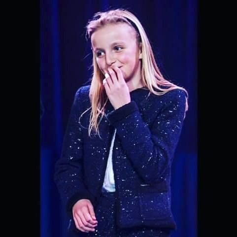 Happy 13th Birthday to Her Royal Highness Princess Louise of Belgium. Born as Louise Sophie Mary on February 6th 2004 in Woluwe-Saint-Lambert) is the first child and only daughter of Prince Laurent of Belgium and Princess Claire #princesslouise #belgium #belgianroyalfamily #royalbirthday #13 #13thbirthday #royals http://ift.tt/2jRrtqh - http://ift.tt/1HQJd81